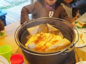 ダッジオーブンと薪ストーブでケーキも出来るんですね♪